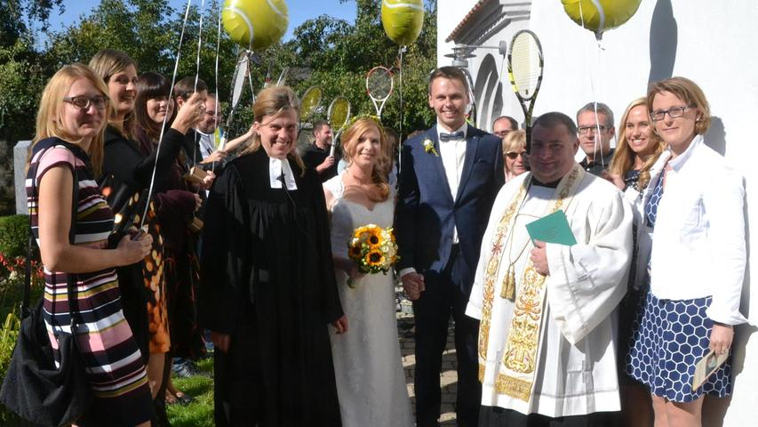 In der evangelischen Martinskirche in Mühlhausen bekam die Ehe von Kathrin, eine geborene Zwickel, und Rene Meyer aus Mühlhausen den kirchlichen Segen. Pfarrerin Margit Walterham und Pfarrer Andreas Endriß zelebrierten den Gottesdienst, der von der Familie Forster musikalisch umrahmt wurde. Die beiden Wirtsleut vom Ganztagescafe