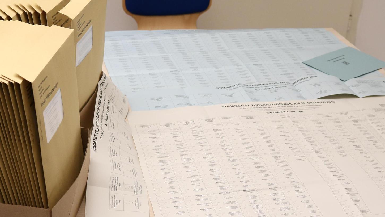 In den Gemeindeverwaltungen, wie hier im Stadtbüro von Bad Windsheim, liegen die Wahlunterlagen bereit.