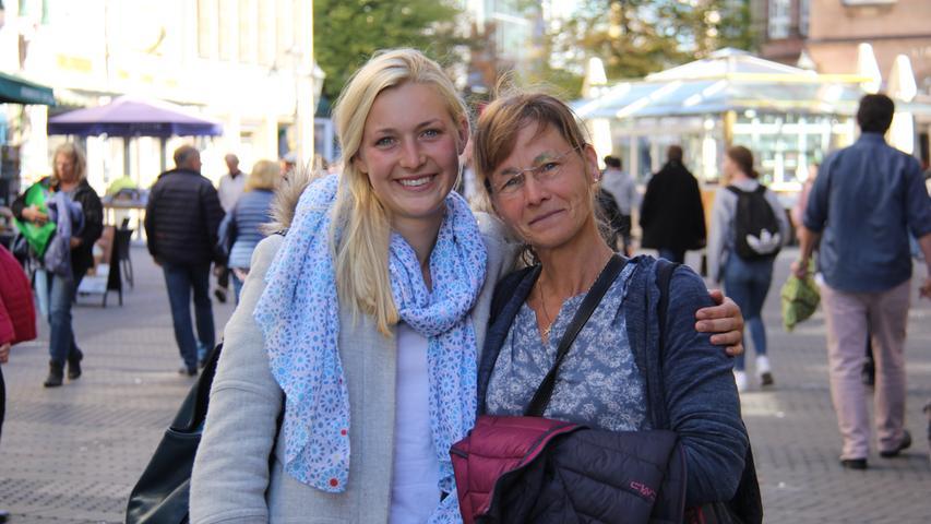 Christa (51) und Clara Stiehl (23) aus Möhrendorf: