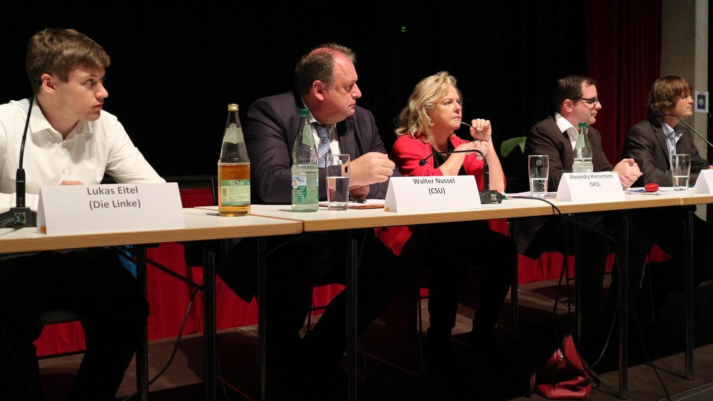 Diskutierten im Vorfeld der Landtagswahl über zwei Stunden (v. li.): Lukas Eitel (Die Linke), Walter Nussel (CSU), Alexandra Hiersemann (SPD), Christian Enz (Freie Wähler) und Manfred Reinhart (ÖDP).