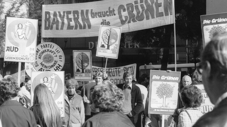 Jeder hat mal klein angefangen: Dieses Foto zeigt die Grünen auf Wahlkampf-Tour in der Fußgängerzone 1978. In Nürnberg waren sie bis dato kaum bekannt.