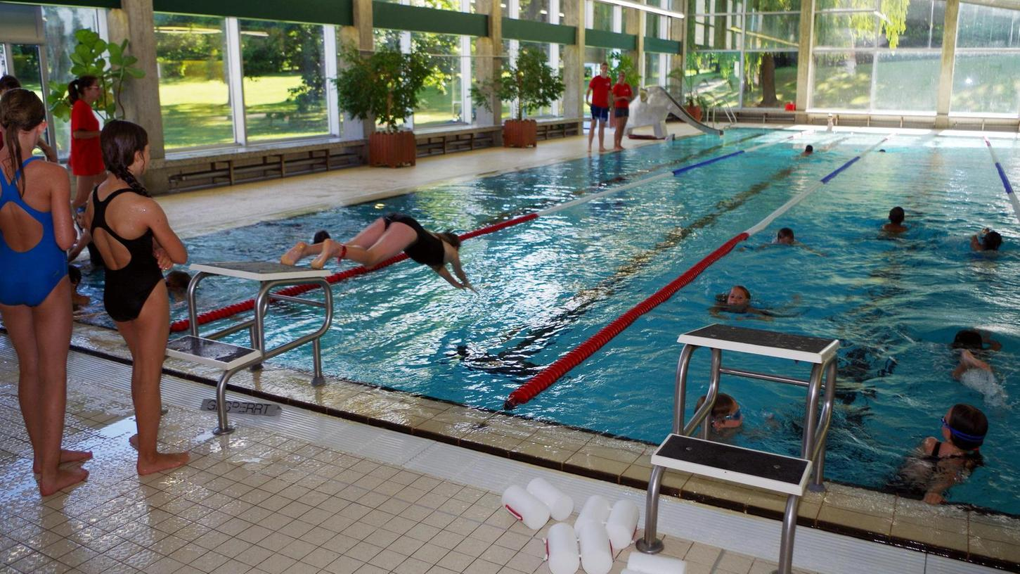 Viele Kinder haben im Wilhermsdorfer Hallenbad nicht nur das Schwimmen gelernt, sondern ihre Fertigkeiten in den Trainingsstunden der örtlichen DLRG weiter verbessert.