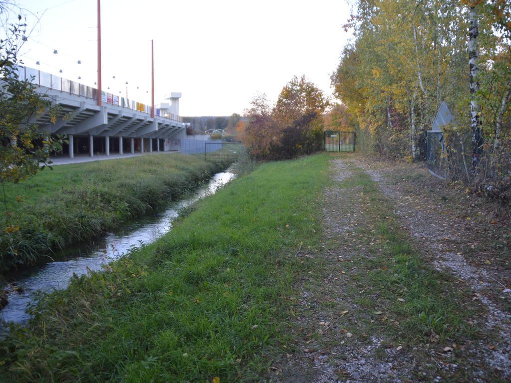 Östlich der Fichtenohe sollen gegenüber vom Eisstadion Wohnmobil-Stellplätze angelegt werden.
