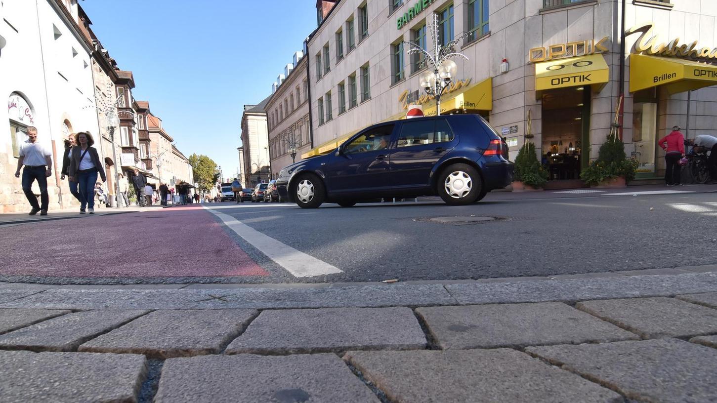 An der Ecke von Hall- und Moststraße endet gegenwärtig das Fußgängerzonenpflaster. Das soll sich ändern.