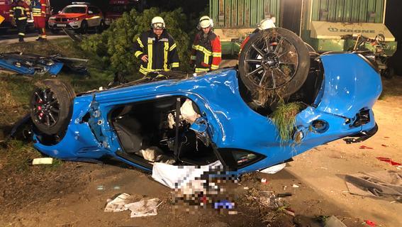 Sportwagen auf Abwegen: Mann verunglückt in Neuhof an der Zenn