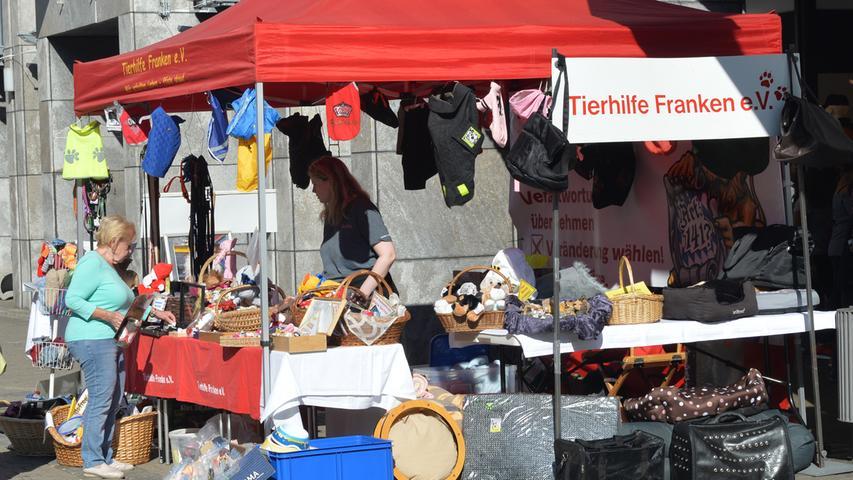 Bei warmem, sonnigem Wetter hatten Tausende in die Innenstadt zum Erlanger Herbst gefunden. Tierhilfe Franken.Foto: Klaus-Dieter Schreiter