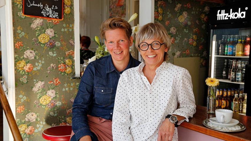 Stefanie Heid und Heike Stahl (r.) führen ihren