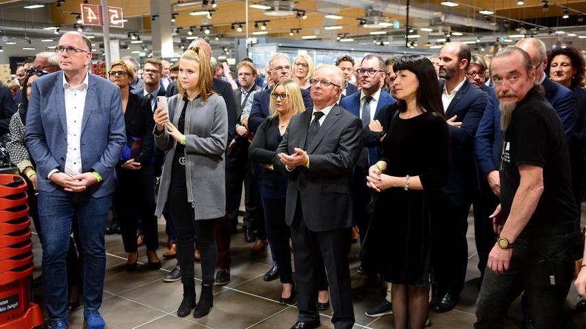 FOTO: Hans-Joachim Winckler DATU: 16.10.2018..MOTIV: Aischpark-Center ein Tag vor der Eröffnung..Goldjunge
