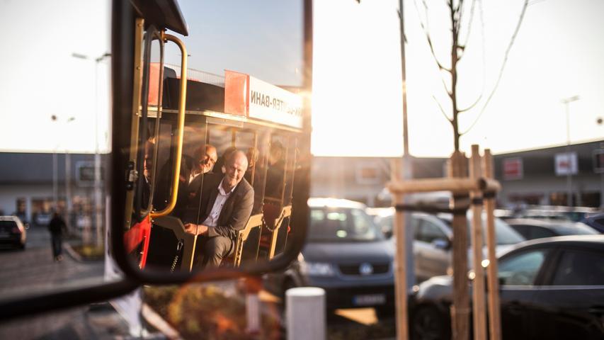 Am Mittwoch eröffnete das AischPark-Center am Kieferndorfer Weg in Höchstadt - mit Eröffnungsangeboten, einer Bimmelbahn und reichlich Rahmenprogramm.