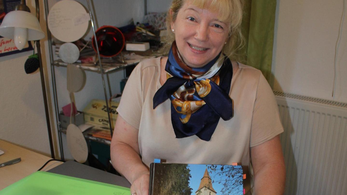 Sabine Schöberl ist auf Entdeckungstour in ihrer Heimatgemeinde Veitsbronn: Als Chronikschreiberin sucht das Gespräch mit Einheimischen.