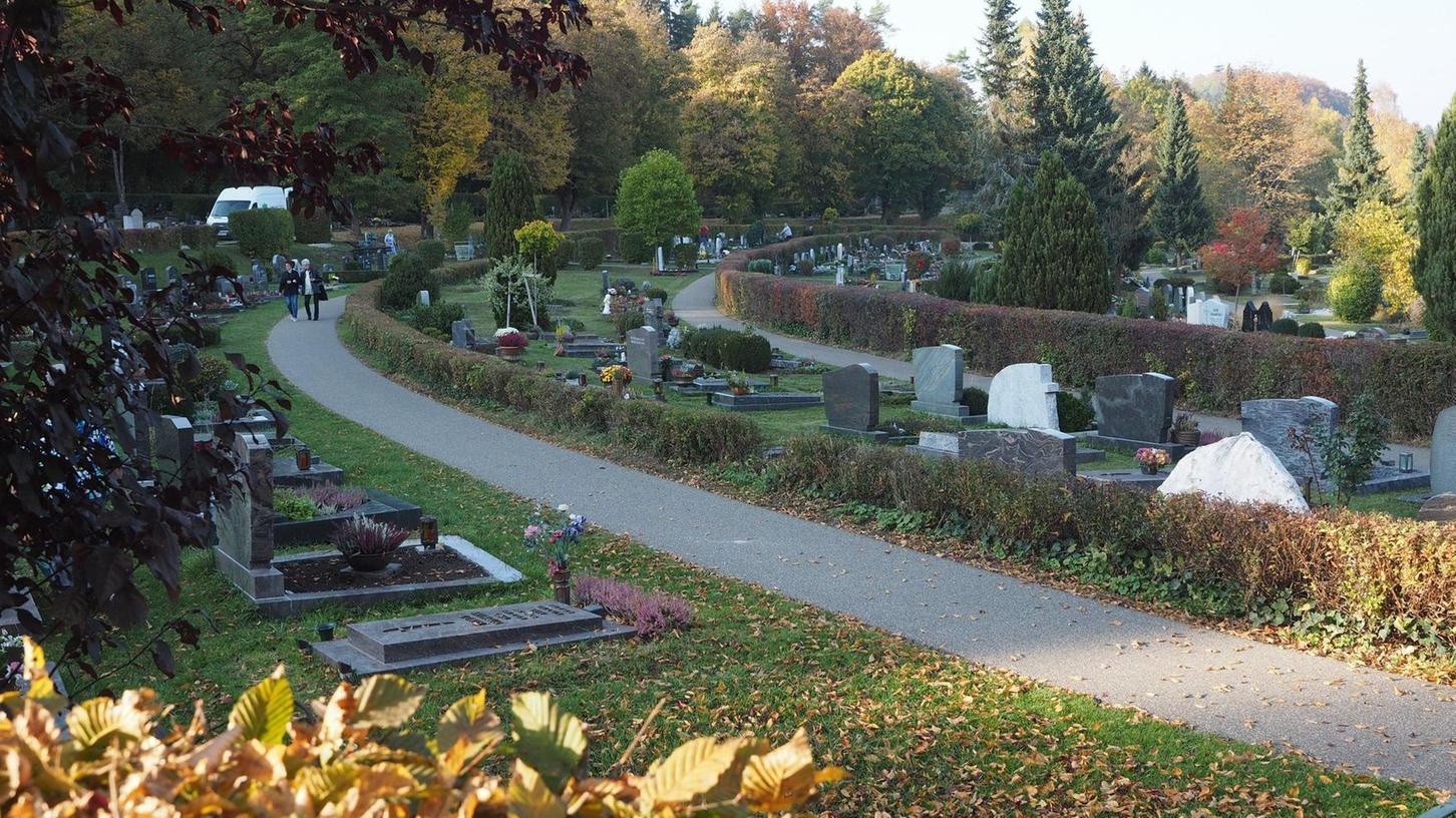 Wird der Friedhof als Radweg missbraucht? Im Seniorenbeirat wurde von Schülern gesprochen, die den Weg durch den Friedhof gerne als Abkürzung zum Gymnasium benutzen. Das halten die Mitglieder für unangebracht.