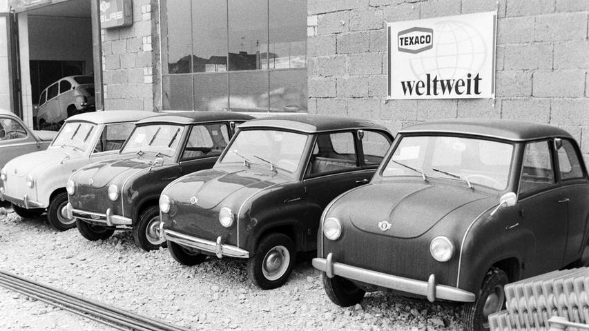 Wie sich die Zeiten doch ändern: Heute beherrschen PS-starke Limousine und riesige SUV-Modelle die Ausstellungsflächen der Pegnitzer Autohändler. Vor 50 Jahren war das noch ganz anders, wie dieses Foto aus dem Jahr 1968. Damals waren aus finanziellen Gründen eher kleinere Modelle gefragt, wie Fiat 500, Isetta oder Goggo (Bild). Wer weiß, wo dieses Foto entstanden ist?