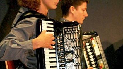 In Röttenbach erklang ein Harmonikakonzert, unterstützt von «Harmonie» Neuhaus und «Waldeslust» Zeckern.