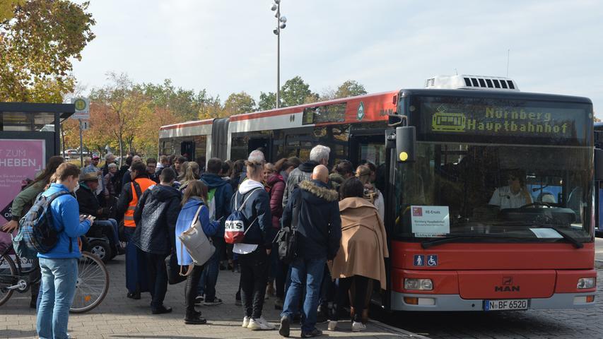 Volle Busse: Streckensperrung sorgte am Erlanger Busbahnhof für Verwirrung