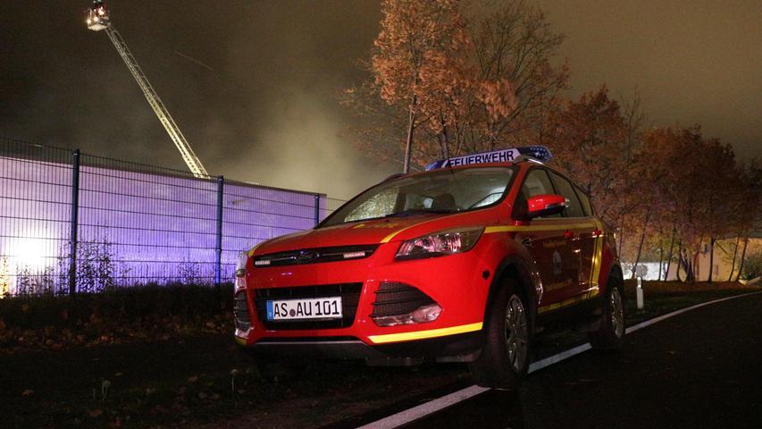 Großeinsatz für Feuerwehr und Rettungsdienst am Montagnachmittag (22.10.2018) in Pegnitz (Lkr. Bayreuth): Nachdem nach Reparaturarbeiten im Eisstadion Ammoniak austrat, mussten neben dem Stadion, das angrenzende Hallenbad