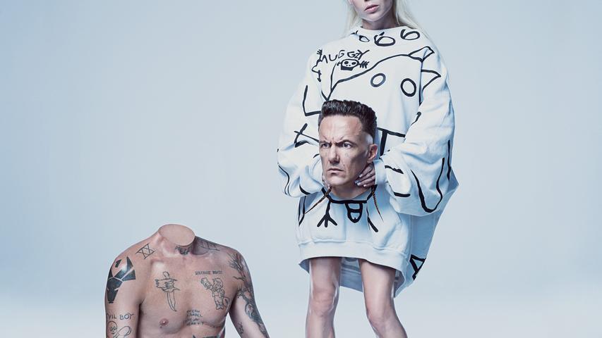 Die Antwoord ist eine Rap-Rave Band und kommt aus Kapstadt. Ihre Texte beinhalten oft Sozialkritik und Satire.