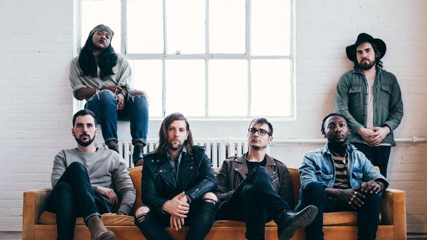 Welshly Arms sind eine noch recht frische Rock-Band aus Ohio. Gegründet wurde sie 2012, 2015 brachten sie ihr erstes Album auf den Markt. 2017 waren sie bereits einmal bei Rock am Ring.