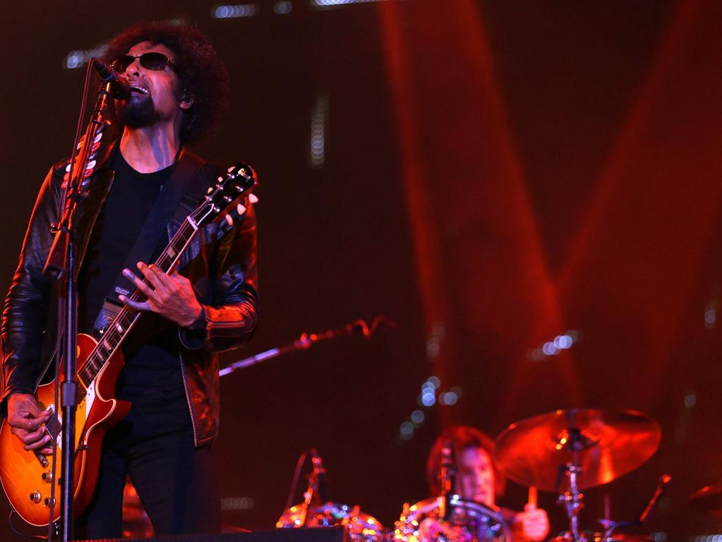 epa03875086 William DuVall, vocalist of US band Alice in Chains, performs during a concert in the 4th journey of Rock in Rio, in Rio de Janeiro, Brazil, 19 September 2013. EPA/MARCELO SAYAO +++(c) dpa - Bildfunk+++ |