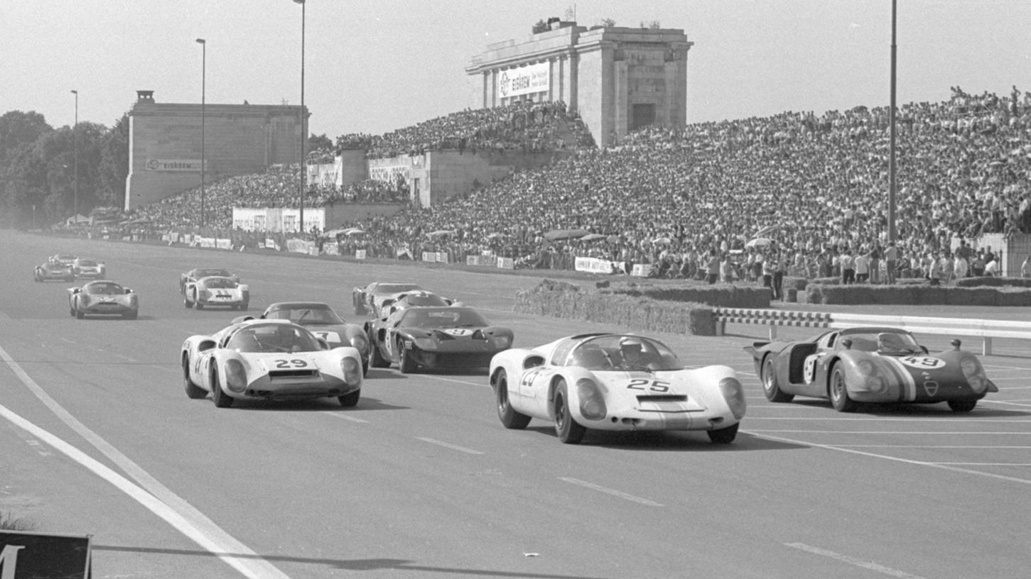 """Auch im nächsten Jahr wieder: das Rennen """"200 Meilen von Nürnberg"""", das viele tausend Besucher anzieht, soll wie andere motorsportliche Veranstaltungen in Nürnberg erhalten bleiben."""