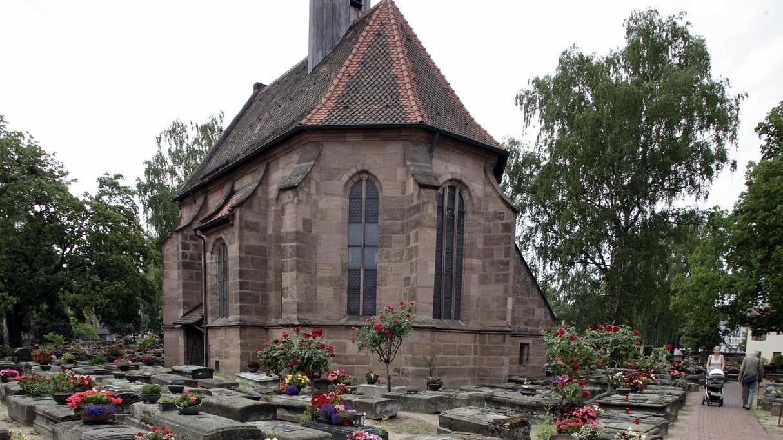 Die Grabsteine auf dem Rochusfriedhof sind recht einheitlich. Sie dürfen eine bestimmte Größe nicht überschreiten.