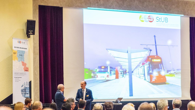 Die Strecke der StUB nimmt langsam Form an. In Dialogforen wie hier in Herzogenaurach werden die Bürger über die Pläne informiert.