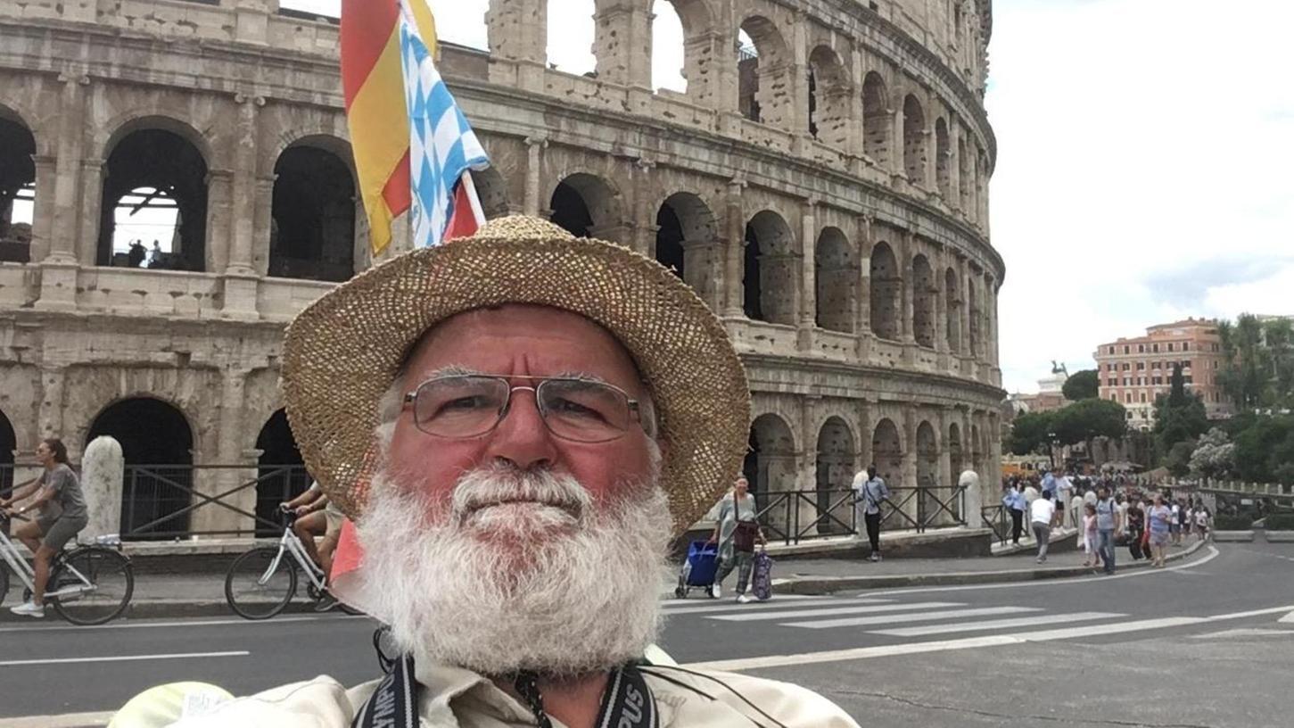 Das darf bei einem Aufenthalt in der ewigen Stadt nicht fehlen: Eine Selfie vor dem Kolosseum. Auch Wolfgang Moog aus Dittenheim konnte dem berühmten Motiv in Rom nicht wiederstehen.