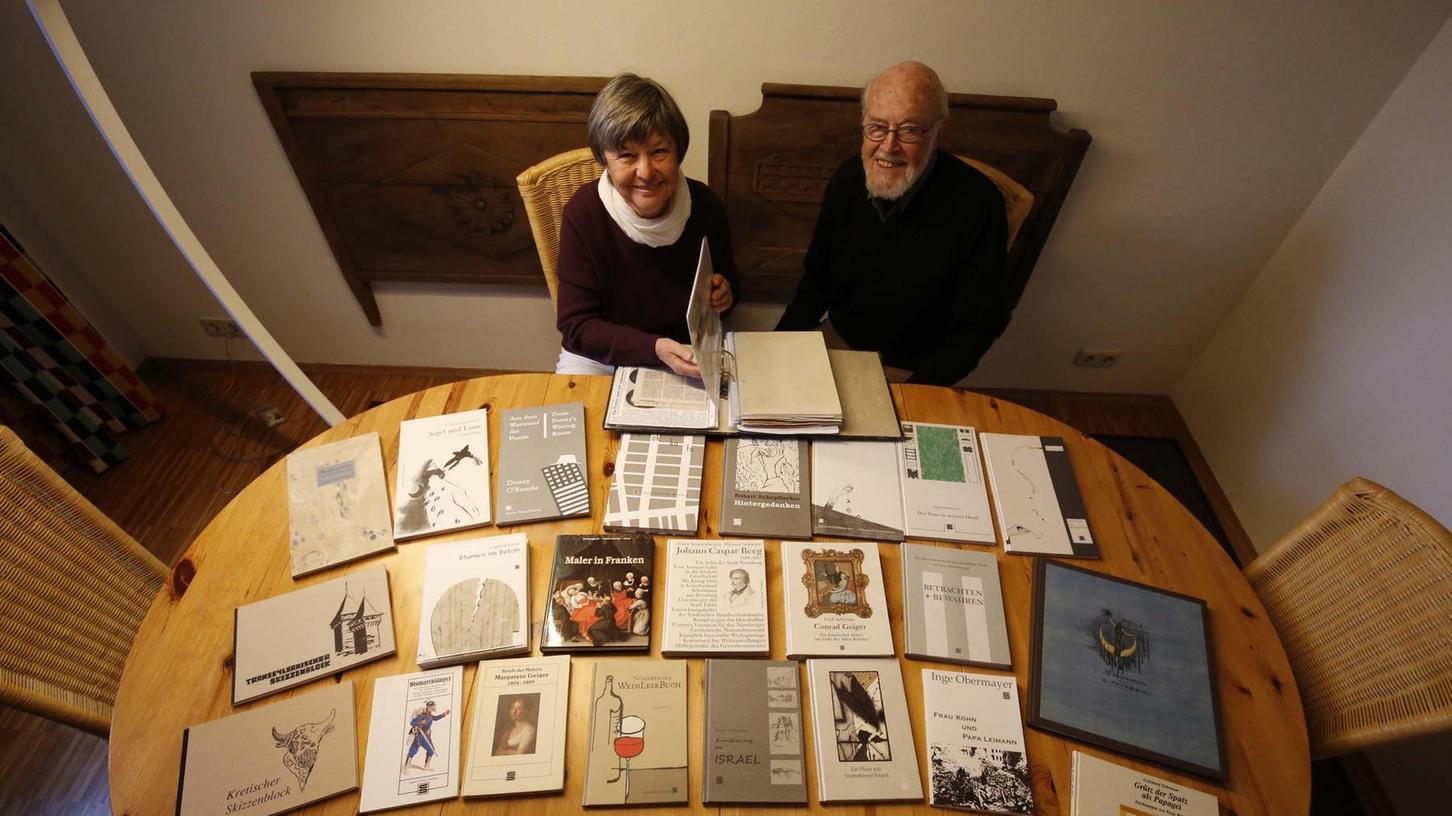 """Der """"Spätlese""""-Verlag (Slogan: """"Buchkultur aus Franken"""") war ein Ein-Frau-Unternehmen – und das Baby von Erna Hofmann. Über vier Jahrzehnte widmete sich die Nürnbergerin ganz den Themen, die ihr persönlich am Herzen lagen und liegen. Ihr Mann Hans Herbert unterstützte sie nach Kräften, er kümmerte sich vor allem um das Layout und die Gestaltung der Publikationen, dies oft mit einer sehr eigenen künstlerischen Handschrift."""