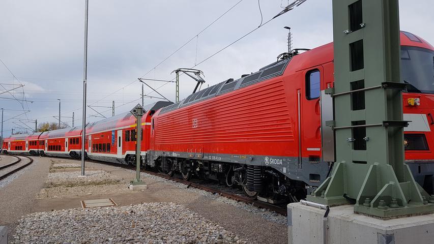 In den letzten Monaten waren nach Angaben von Skoda noch Tests und Nacharbeiten an der Hard- und Software der neuen Züge nötig, was zu weiteren Verzögerungen bei der Auslieferung geführt hat.