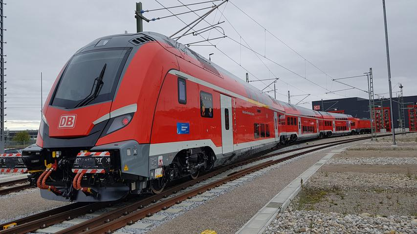 Das Design des Steuerwagens ist futuristisch. Auf der internationalen Eisenbahn-Leitmesse Innotrans in Berlin war er vor ein paar Monaten eines der meistfotografierten Motive.