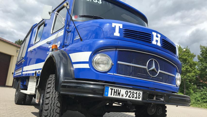 Als der Gerätewagen des Hilpoltsteiner THW anno 1978 gebaut wurde, war die Kurzhauber-Baureihe von Mercedes-Benz schon fast 20 Jahre auf dem Markt. Der gepflegte Wagen steht bis heute im Einsatzdienst - und das soll auch noch lange so bleiben.