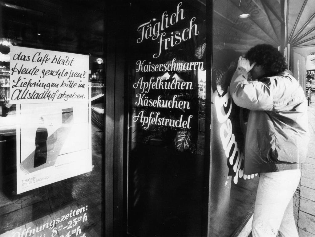 Am Morgen nach der Tat war das Café Dampfnudelbäck in der Bergstraße geschlossen. In der Nacht zum 29. November 1985 spielten sich dort in der Backstube grausame Szenen ab.