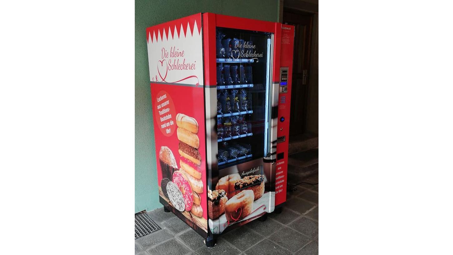 Der Automat in der Hindenburgstraße: frische Lebkuchen, 24 Stunden am Tag und sieben Tage die Woche.