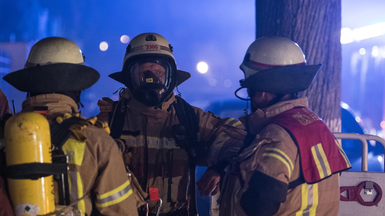 Ersten Schätzungen zufolge liegt der Schaden im niedrigen vierstelligen Bereich, verletzt wurde niemand.