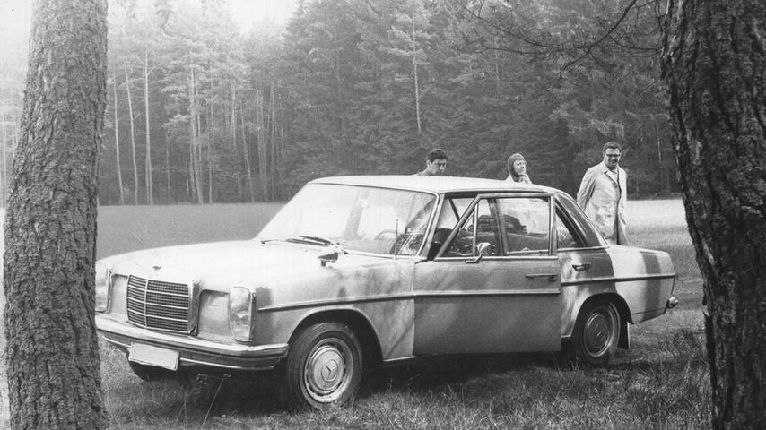 Der Tatort bei Lindelburg: In diesem Auto wurde ein Doppelmord verübt. An der Wagentür hinterließ der Mörder, der als