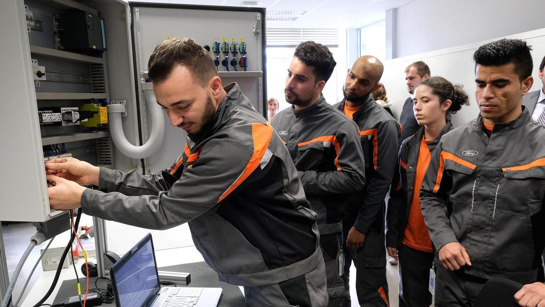 Ob wie hier in der Autoindustrie oder in der Metallverarbeitung: Die Integration in Ausbildung oder Beruf gelingt zielgenauer, wenn bei Praktika die Interessen und Fähigkeiten erprobt werden können. Foto: Ford-Werke GmbH