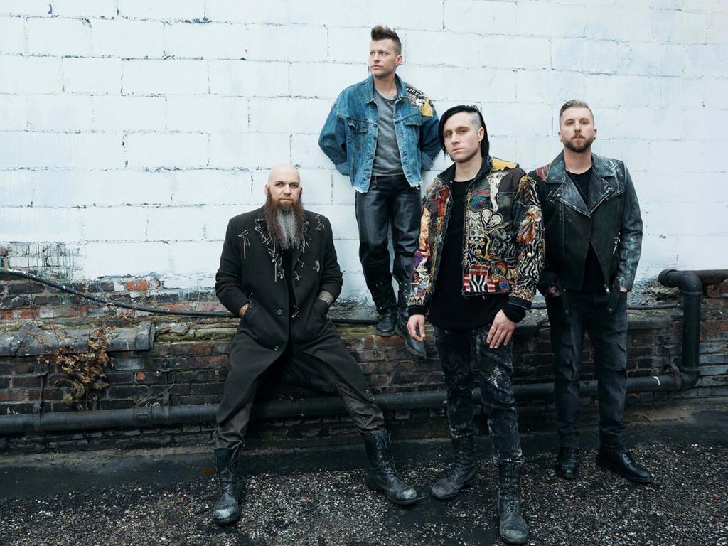 Three Days Grace reisen aus Kanada an und werden die Fans mit einer Mischung aus Post-Grunge und Alternative-Rock verwöhnen.