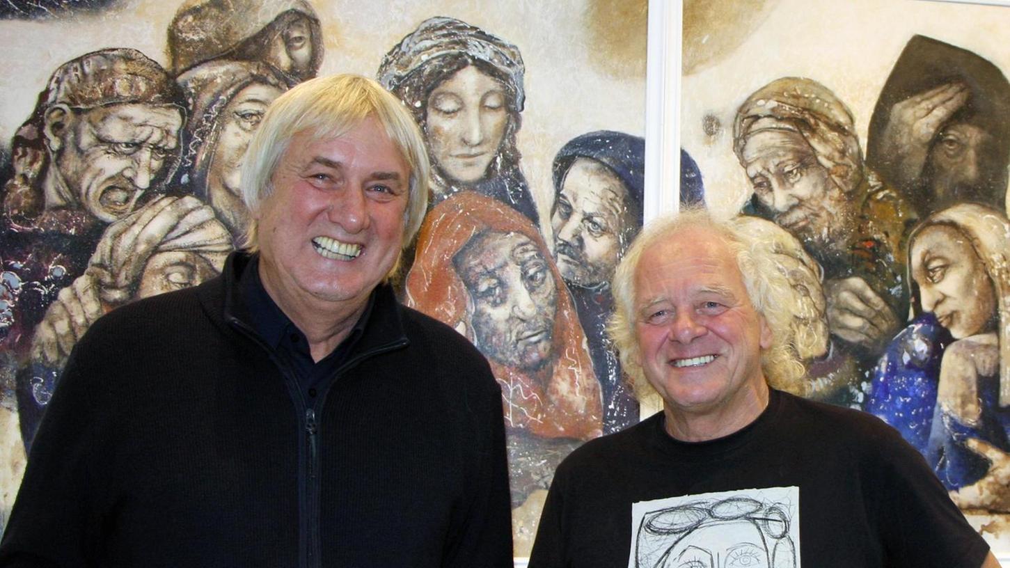 """Künstler Reiner Grunwald (rechts) und Laudator Wolfgang Bartusch gut gelaunt vor dem erstmals ausgestellten Dyptichon """"Der Prophet""""."""