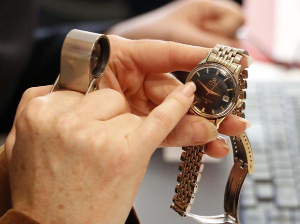 Ob Uhr, Brosche oder schwere Krüge, bei vielen Gegenständen lag der tatsächliche Wert deutlich unter den Erwartungen ihrer Besitzer.