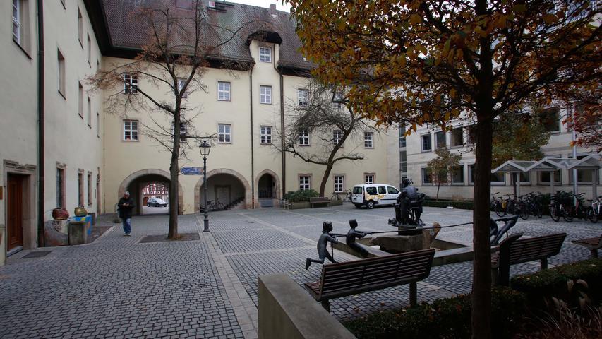 Foto: Eduard Weigert 21.11.18....Rathaus Herzogenaurach..der Gebäudeteil aus den 60er Jahren wird abgerissen werden