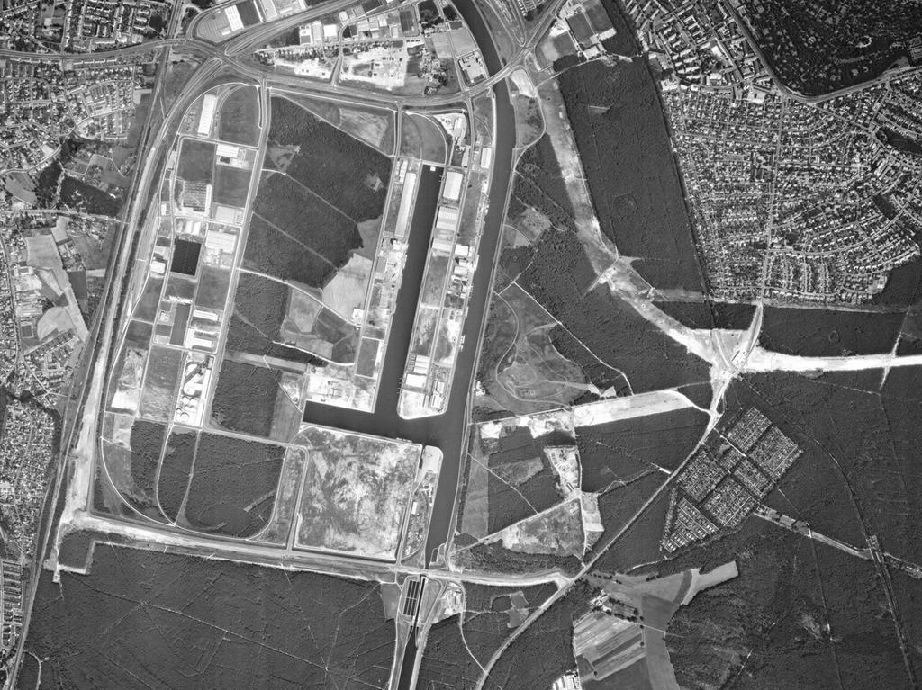 FOTO: Bayerische Vermessungsverwaltung, gesp. 11/2018 für Berichterst...MOTIV: Franken; Luftbild; Region; Draufsicht...Hier: Nürnberg; 78009_0_186 – Nürnberger Hafen, 31.07.1978; 1970er; historisch