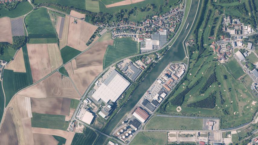 2017 ist aus dem Schuttberg ein Solarberg geworden. Die Startbahn des Flughafens ist verschwunden, ein Golfplatz befindet sich im Nordteil des ehemaligen Airport-Geländes. Das Gewerbe rund um den Fürther Hafen hat sich ausgebreitet.