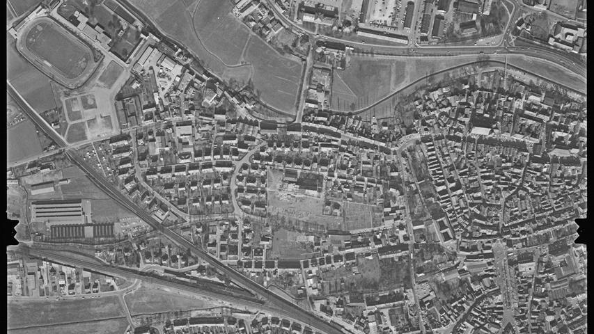 Auch Ansbach hat eine reiche militärische Vergangenheit. Am oberen Bildrand ist die Hindenburgkaserne zu erkennen, die bis 1992 von der US Army genutzt wurde.