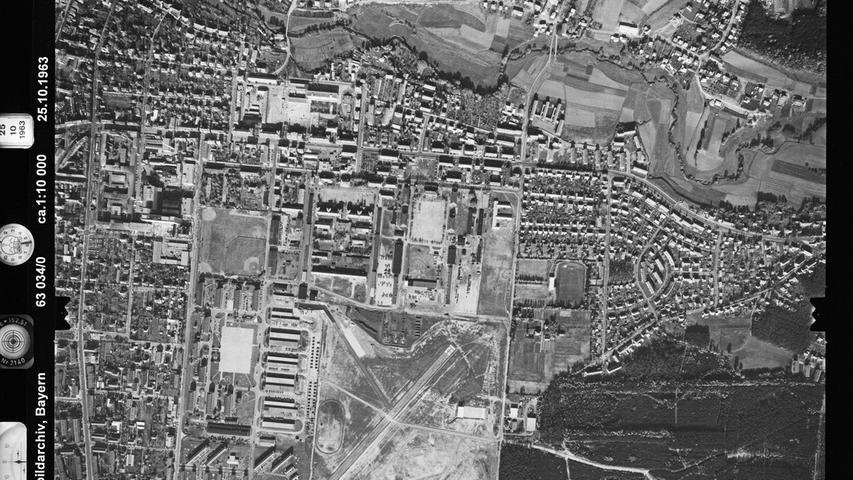 101 Hektar groß war das Gelände der amerikanischen Ferris Barracks in Erlangen. Rechts oben ist Sieglitzhof zu erkennen, das zum Zeitpunkt der Aufnahme 1963 noch bescheidene Ausmaße hatte.