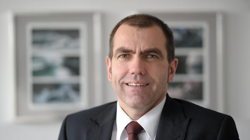 Harald Riedel (SPD) war bereits zuvor Referent für Finanzen, Personal und Organisation und wird diesen Posten auch künftig bekleiden. Riedels Amtszeit endet auf eigenen Wunsch allerdings hin zur Hälfte der kommenden Stadtratsperiode, also am 30. April 2023.