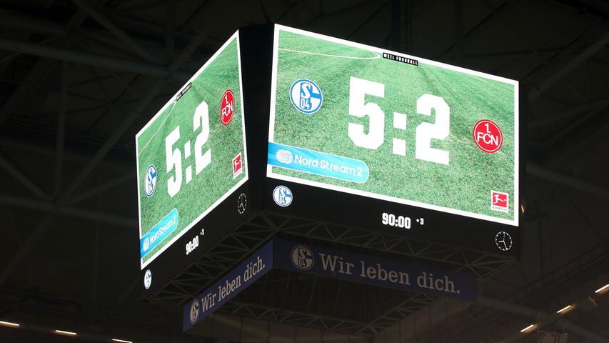 24.11.2018 --- Fussball --- Saison 2018 2019 --- 1. Fussball - Bundesliga --- 12. Spieltag: FC Schalke 04 S04 - 1. FC Nürnberg Nuernberg FCN ( Club ) --- Foto: Sport-/Pressefoto Wolfgang Zink / DaMa --- DFL regulations prohibit any use of photographs as image sequences and/or quasi-video ---......Anzeigentafel mit Endstand 5:2 für den FCN