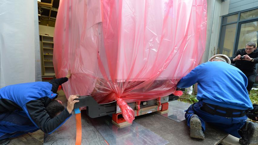 Tonnenschwerer Magnet in Erlanger Uni-Klinikum transportiert
