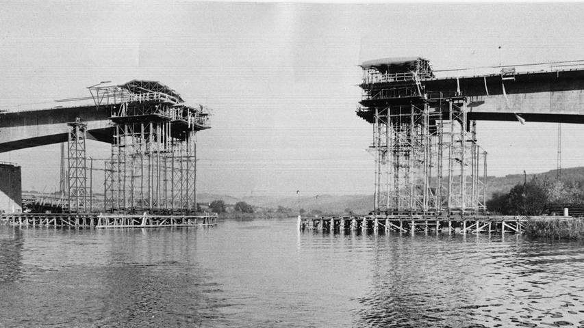 Es mussten gewaltige Autobahnbrücken gebaut werden. Die bei Bettingen im Spessart gehörte Ende der 1950er Jahre mit einer Stützweite von 140 Metern zu einer der größten Spannbetonbrücken, die bis dahin gebaut worden waren.