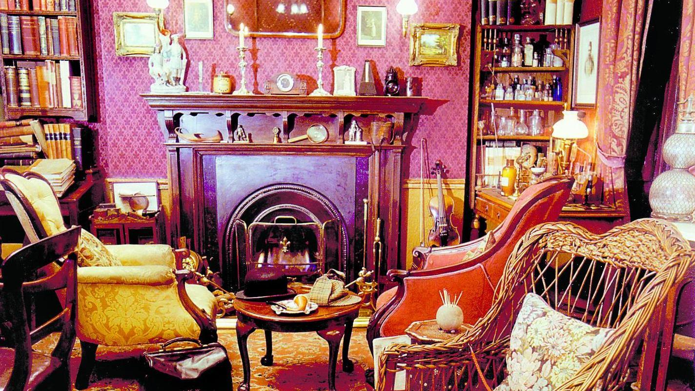 So herrlich altmodisch-gemütlich wohnte der (fiktive) Verbrecherjäger: Sherlock Holmes' Arbeitszimmer in der Londoner Bakerstreet 221 b.