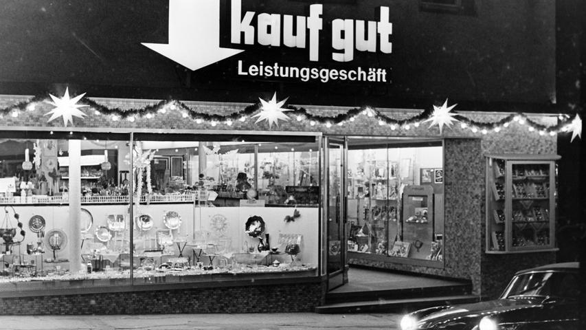 Das kaufgut-Haushaltswarengeschäft Paucker & Wiesner war lange in der Hauptstraße beheimatet, ehe es einem Schlecker-Markt Platz machte und selbst in die Brauhausgasse wechselte. Heute befindet sich in den ursprünglichen Räumen in der Hauptstraße ein Schuhgeschäft.