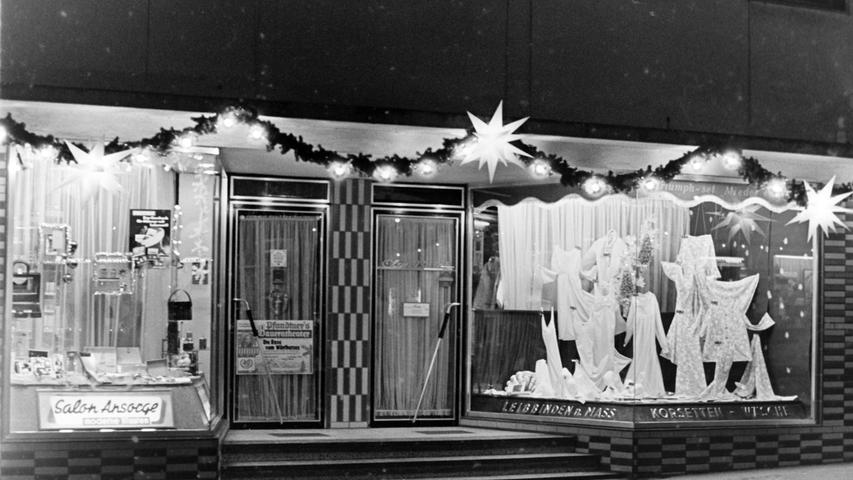 Längst Geschichte sind das Damenwäsche-Geschäft von Olga Pajak (r.) und der Friseur-Salon Ansorge (l.) am Unteren Markt.